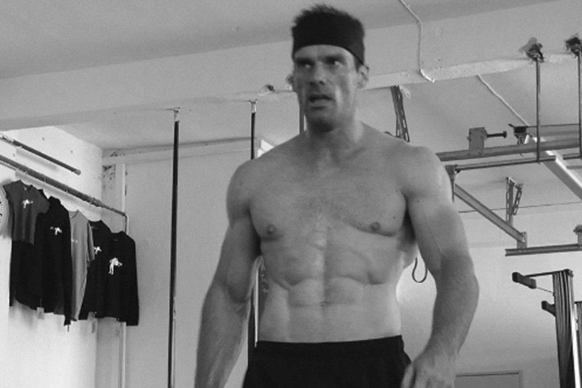 CrossFit-Athlet nach dem WOD in der Scoop