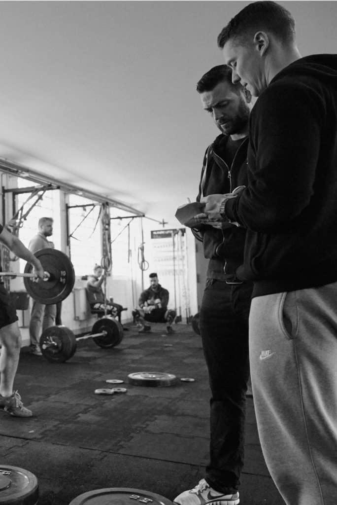 Gewichtheber-Trainer beim Wettkampf in Hamburg